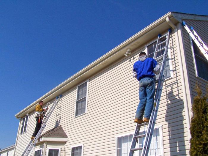 Siding services on a house in Galveston, Texas